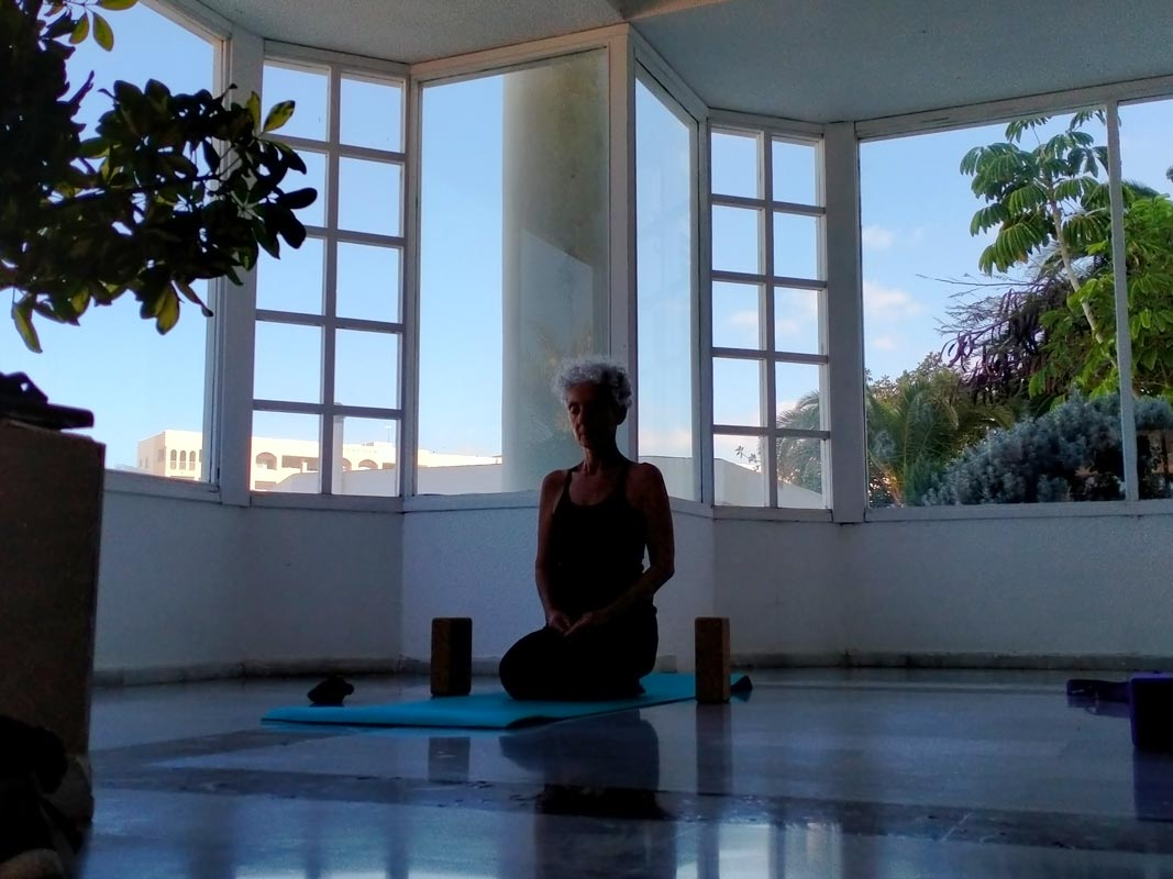 Yoga4freedom_Vajrasana_Patrizia_PlayaParaiso-classes