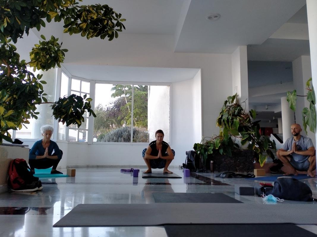 Yoga4freedom_malasana_PlayaParaiso-classes