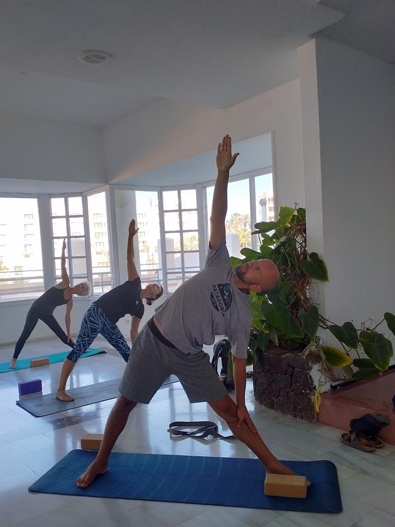 Yoga4freedom_trikonasana_PlayaParaiso-classes