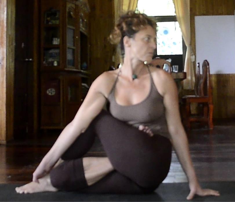 Yoga4freedom_Paripurna-Matsyendrasana